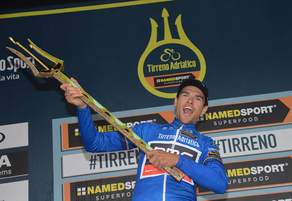 Greg Van Avermaet and his trident (ANSA, PERI - ZENNARO)