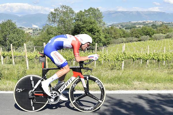Foto LaPresse - Fabio Ferrari 16/05/2017 Montefalco, Perugia (Italia) Sport Ciclismo Giro d'Italia 2017 - 100a edizione - Tappa 10 - da Foligno a Montefalco - ITT - 39,8 km ( 24,7 miglia ) Nella foto:durante la tappa cronometro. Photo LaPresse - Fabio Ferrari May 16, 2017 Montefalco, Perugia ( Italy ) Sport Cycling Giro d'Italia 2017 - 100th edition - Stage 10 - Foligno to Montefalco - ITT - 39,8 km ( 24,7 miles ) In the pic:during the individual time trial.